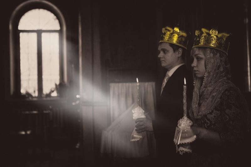 Обряд венчания новобрачных в церкви
